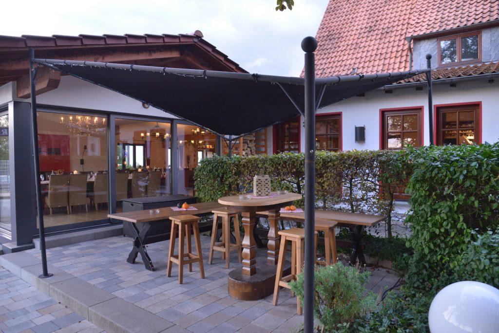 Unser Biergarten im bayerischen Wirtshaus Stil